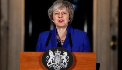 Theresa May a Brexit-tárgyalások újranyitását kéri az EU-tól