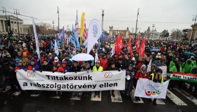 Ismét tüntettek a kormány ellen Budapesten, országos sztrájkra készülnek