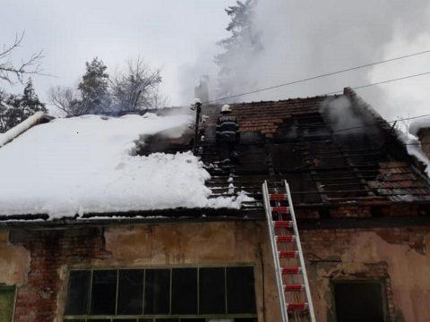 Tűz ütött ki a kovásznai szívkórház udvarán