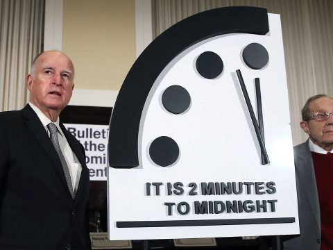 Továbbra is éjfél előtt két perccel áll a végítélet órája