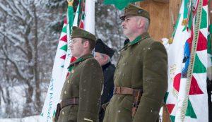 Díszőrségben a doni hősök tiszteletére állított emlékkeresztnél Fotó: Héjja Bécó