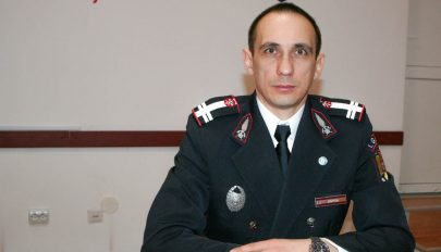 Simtea Adrian újságírónak készült, tűzoltóparancsnok lett