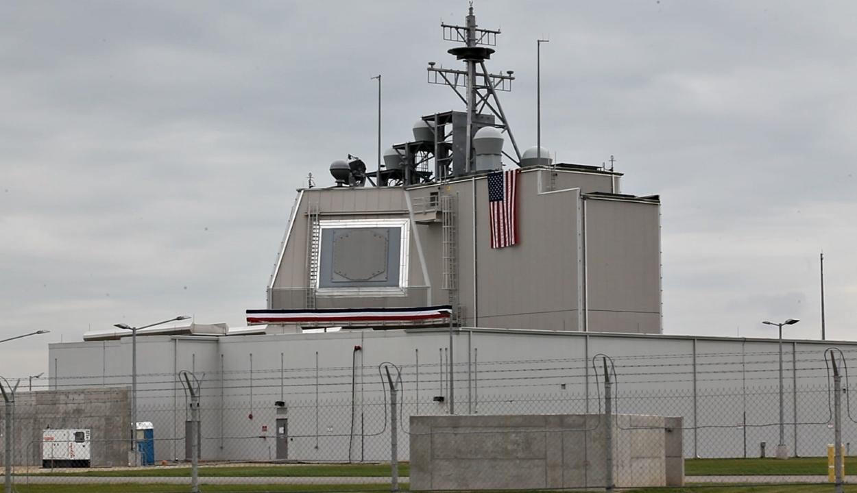 A külügy cáfolja, hogy a deveselui rakétavédelmi rendszer sértené az INF-szerződést