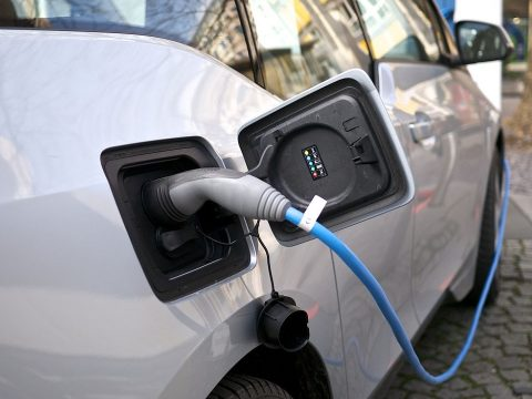 Közel 1500 környezetkímélő autót adtak el az év első négy hónapjában