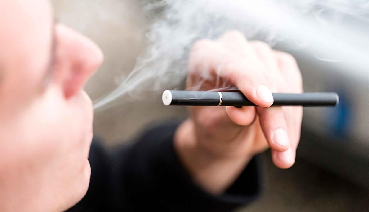 Mégsem olyan ártalmatlan az e-cigaretta egy új kutatás szerint