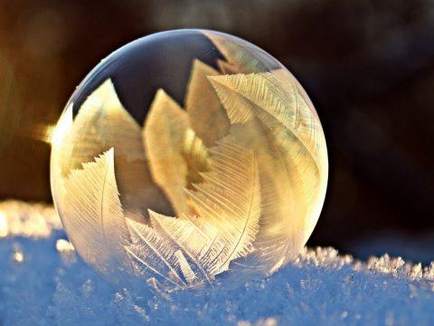 Ismerje meg a jéggé fagyó szappanbuborék mögötti fizikát