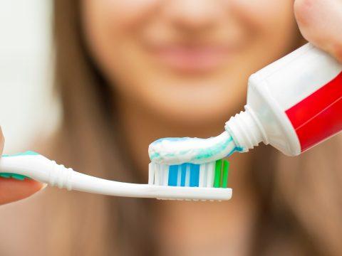 Árthat a fogainak, ha túl sok fogkrémet használ
