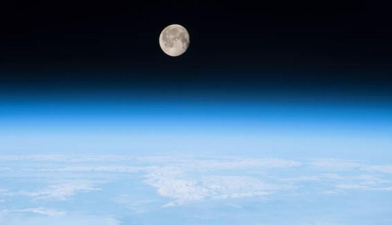 Túlér a Föld légköre a Holdon is