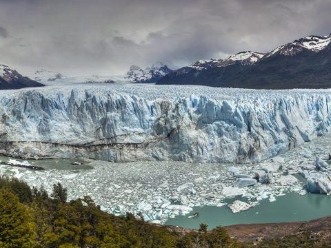 Évente 335 milliárd tonna jeget vesztenek a gleccserek