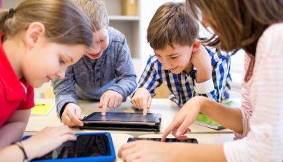 A kormány tartalékalapjából táblagépeket fognak biztosítani a rászoruló tanulóknak