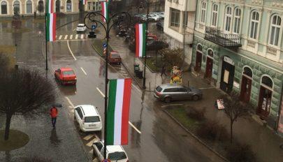 Törvényes volt a március 15-én kitűzött sepsiszentgyörgyi magyar zászlók miatti bírság
