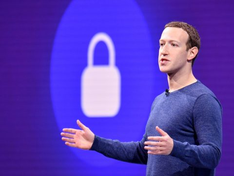 A Facebook elismerte, hogy lehallgatta egyes felhasználók beszélgetéseit