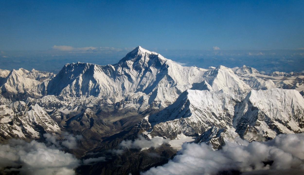 Egyre több hegymászó holtteste kerül elő a Mount Everesten a hóolvadás miatt