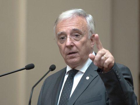 Újabb öt éves mandátummal bízta meg a parlament Mugur Isărescut