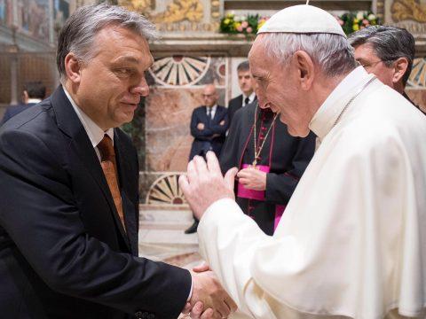 Az Adevărul egyik bloggere szerint Orbán Viktor fogadja majd a pápát Csíksómlyón