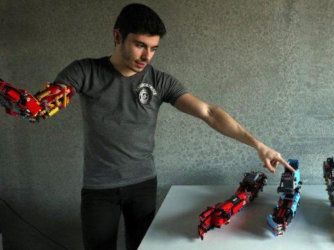 Legóból készített magának robotműkart egy spanyol fiú
