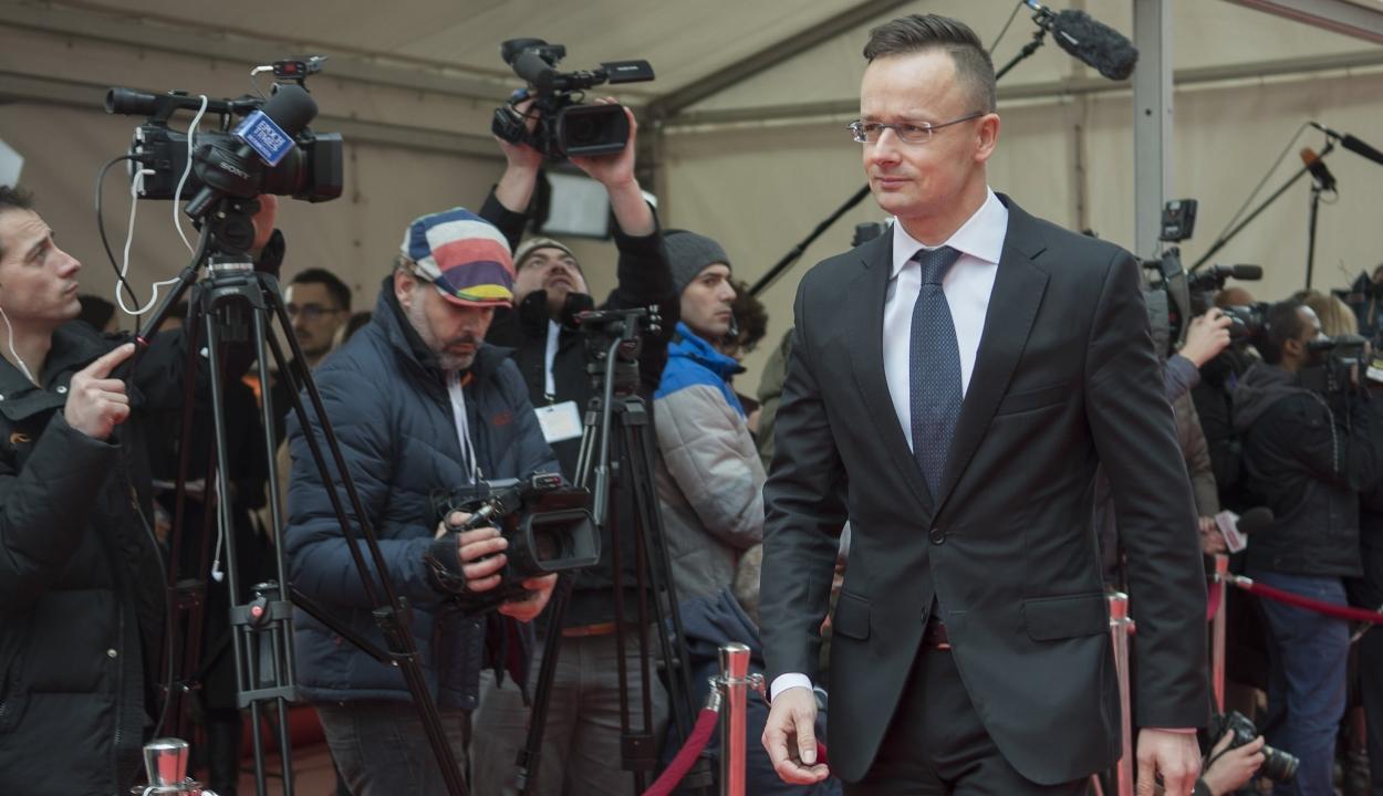 Szijjártó Péter: A magyar kormány anyagilag támogatná a MOGYE magyar karának működését