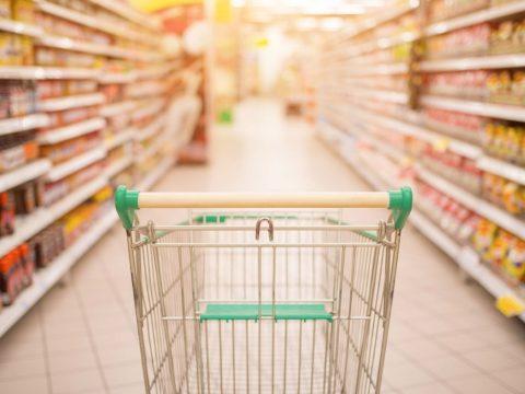 Közel két millió lejre bírságolta a fogyasztóvédelem a nagy üzletláncokat