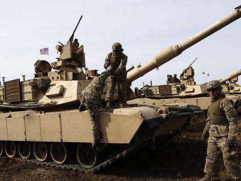 Amerikai katonák és helikopterek érkeznek Romániába