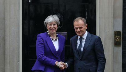 Brexit: Tusk a brit kilépés elhalasztása mellett, May viszont ez ellen foglalt állást