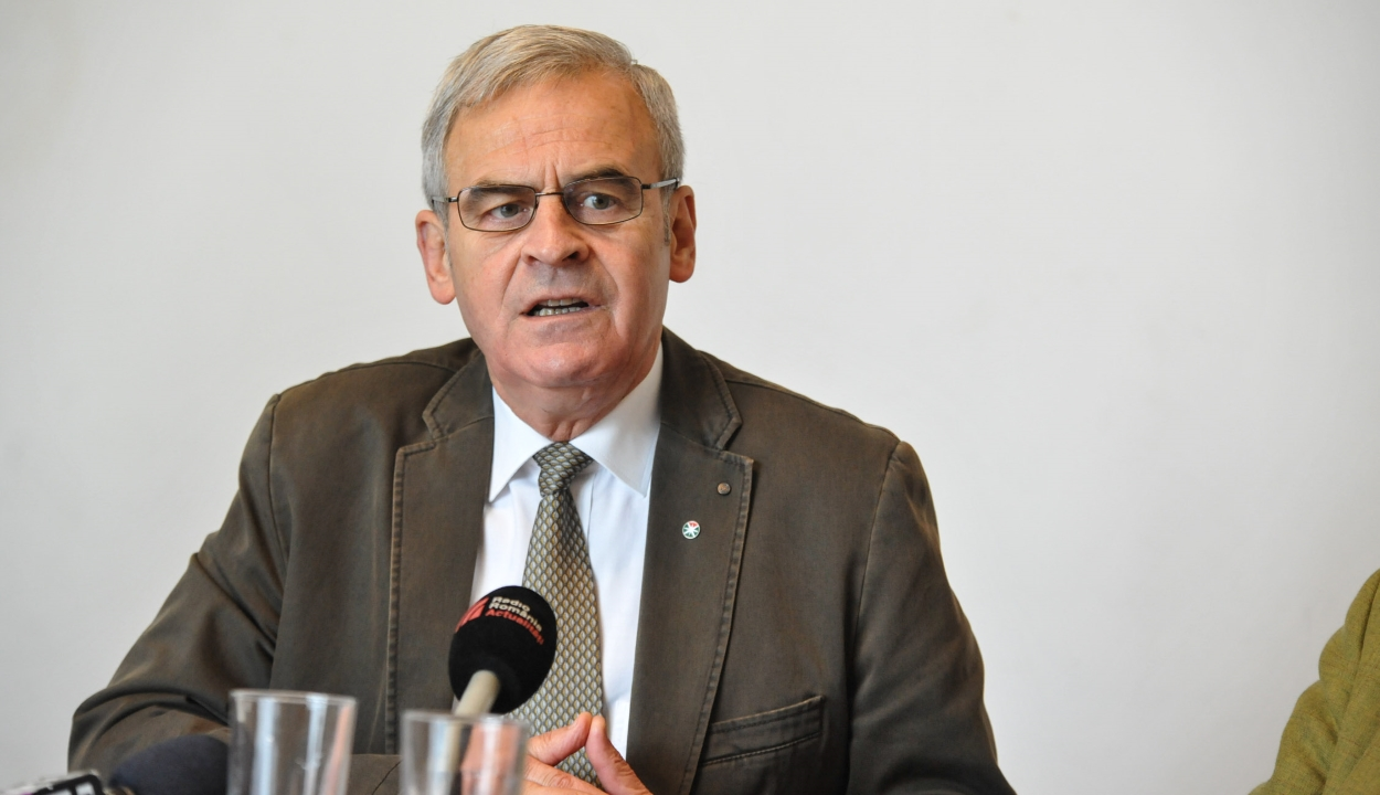 A szavazólap érvénytelenítésére biztatja szimpatizánsait Tőkés László