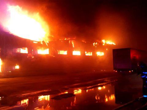 Óriási tűzzel ég Románia legnagyobb fűszergyára Gyulafehérváron