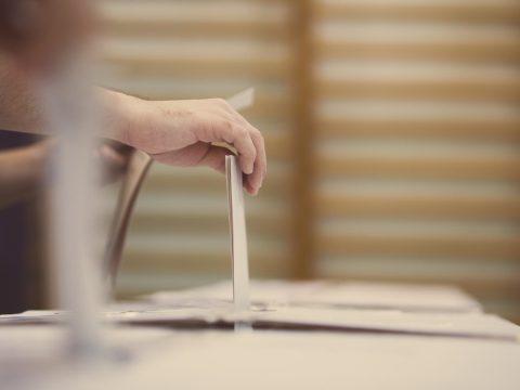 Kedvezően véleményezték a külföldi voksolásával kapcsolatos módosításokat