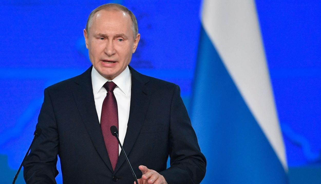 Önkéntes karanénba vonult Vlagyimir Putyin