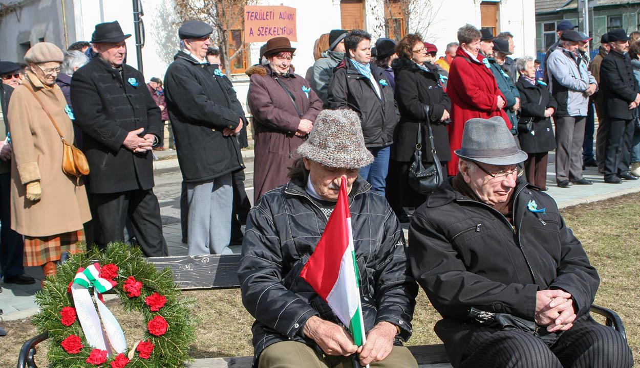 Székelyföld mesterséges elszegényítése ellen tiltakoztak Sepsiszentgyörgyön