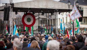 Antal Árpád polgármester üzent a román karhatalmi erőknek: adminisztratív eszközökkel le lehet vetetni a zászlókat, feliratokat, lehet büntetni, de van DE is… Fotó: Kocsis B. János