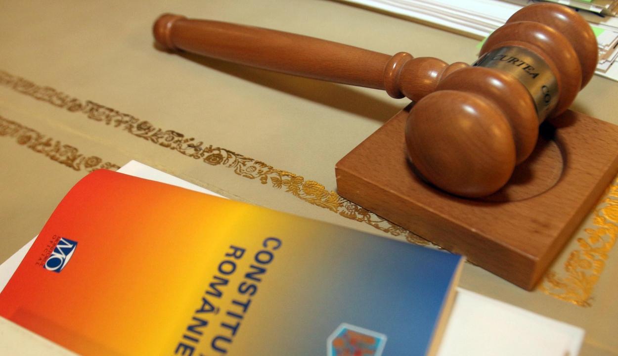 Alkotmánybíróság: lehet referendumot kiírni az EP-választás napjára