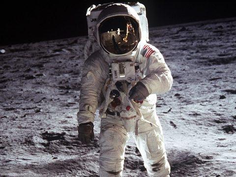 Női asztronautát küldene a Holdra a NASA