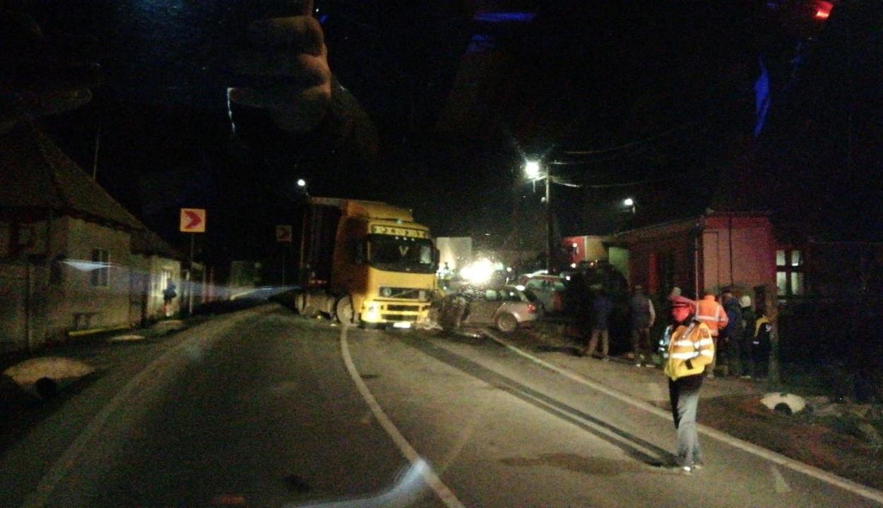 Nyerges vontatóval ütközött egy személygépkocsi Mikóújfaluban