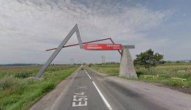 Tănasă levetetné a kétnyelvű táblát Brassó megye határából