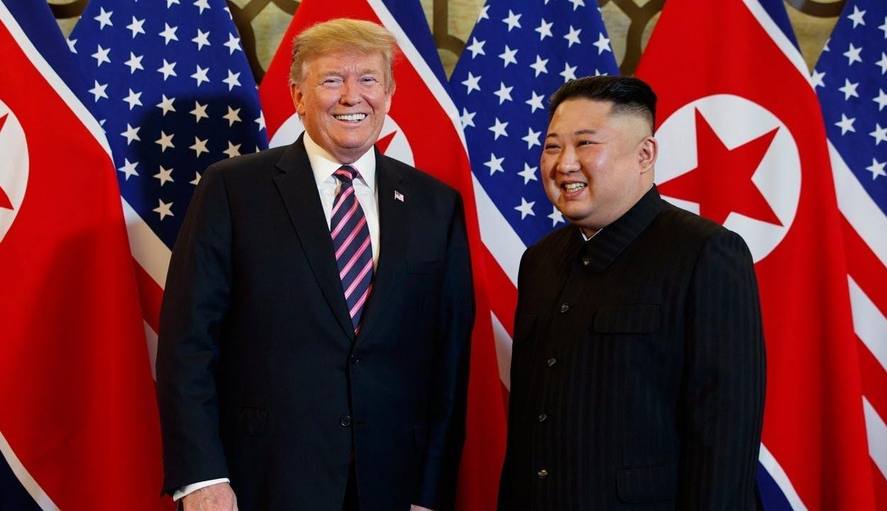 """Donald Trump """"éles eszűnek"""" és """"igazi vezetőnek"""" nevezte Kim Dzsong Unt"""