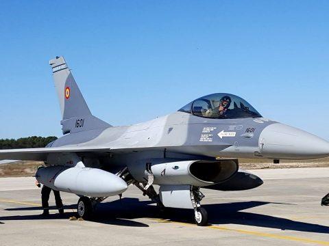 36 darab F16-os vadászbombázót vásárol Románia
