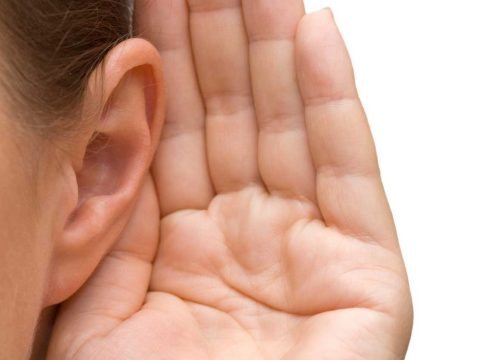 Halláskárosodást szenvedhetnek a fesztiválozók vagy a zajos munkahelyen dolgozók