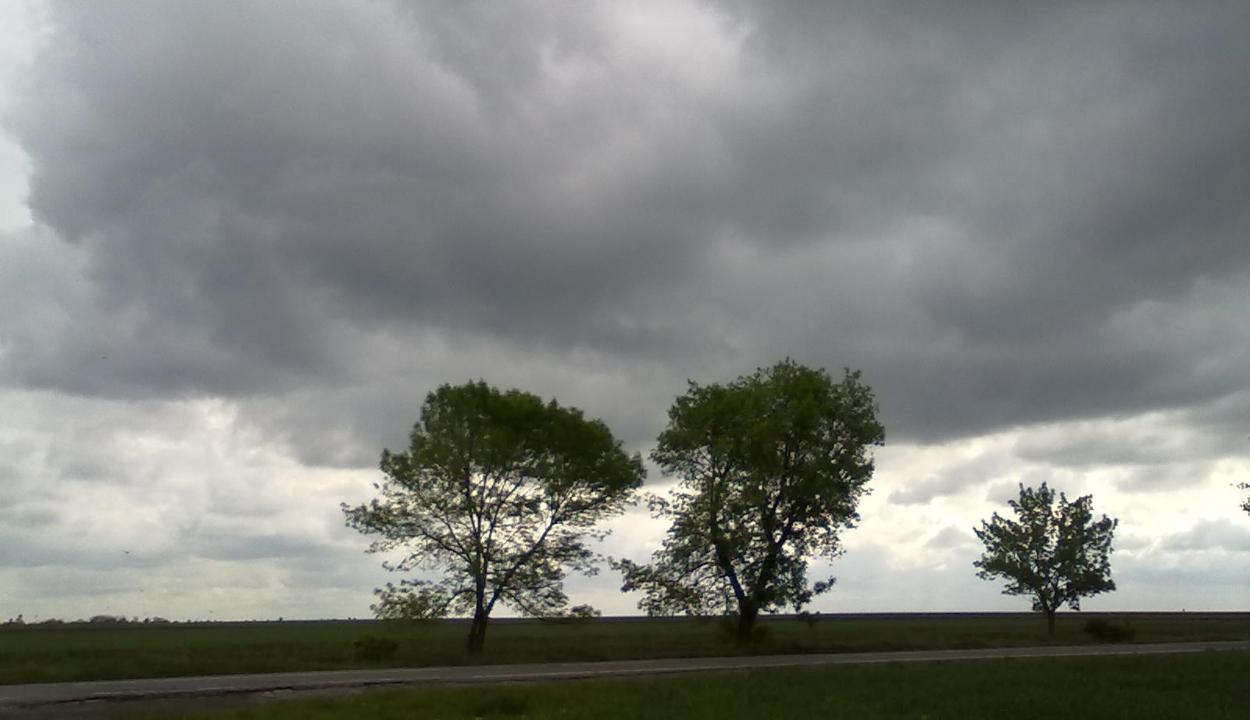 Záporokra, zivatarokra, légköri instabilitásra figyelmeztetnek a meteorológusok