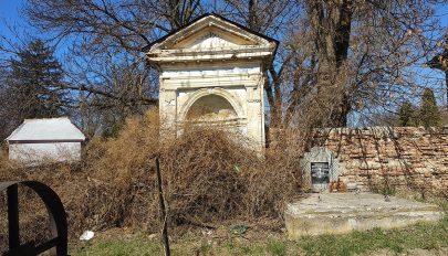 Takarítás a zsidó temetőben