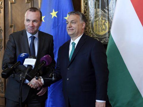 Manfred Weber a migrációval foglalkozó magyar kormányzati kampány leállítását sürgeti