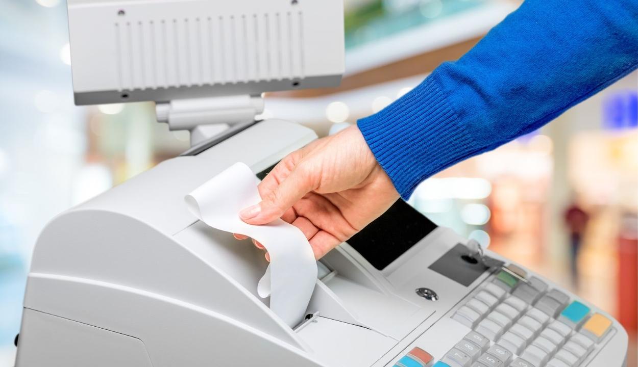 Tízezer lejig terjedő bírsággal büntetik május 1-jétől az elektronikus naplós pénztárgépek hiányát
