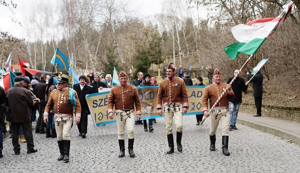 Erdély számos településéről érkeztek résztvevők a marosvásárhelyi autonómiatüntetésre