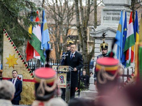Szijjártó Marosvásárhelyen: mint 1848-ban, ma is együtt kell megvédenünk szabadságunkat