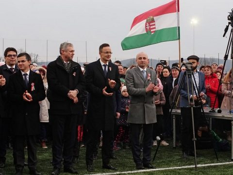 A magyar külügyminiszter támogatásáról biztosította a székelyföldi fociakadémiát