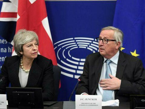 Áttörés Brexit-ügyben: Juncker és May jogilag kötelező erejű biztosítékokban egyezett meg
