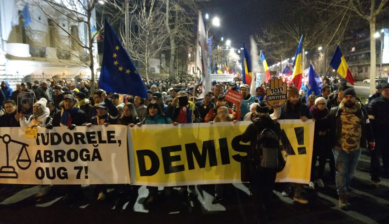 Az igazságügyi törvények módosítása ellen tüntettek Bukarestben és több nagyvárosban