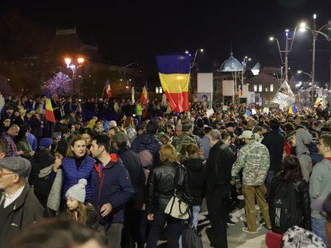 Több százan tüntettek szombat este Bukarestben a kormány ellen és Kövesi védelmében