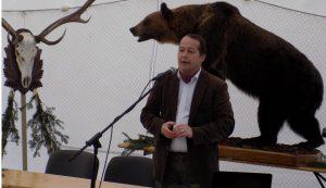 Dr. Fodor József Tamás vadbiológus előadás közben
