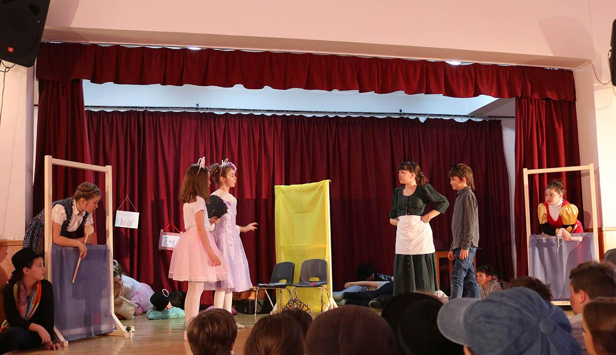 Gyermekszínjátszók vetélkednek