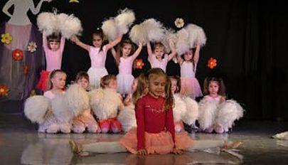Táncoslábú kovásznai gyerekek